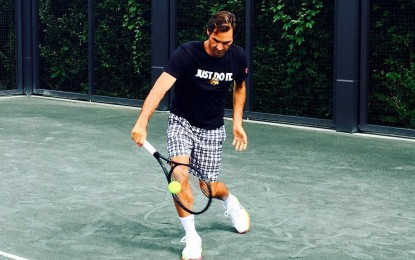 Roger Federer comenzó su ejercicio en la cancha