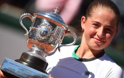 Jelena Ostapenko, con tan solo 20 años conquistó Roland Garros